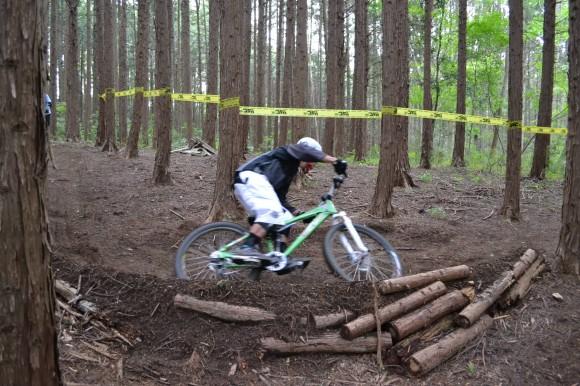 林間エリアの連続コーナーで実践練習